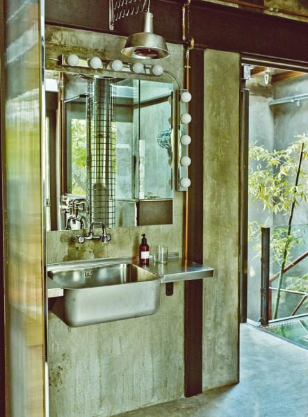 インダストリアルでビンテージな洗面台