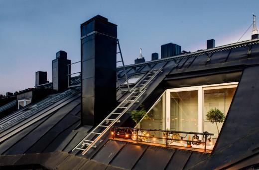最上階のメゾネットハウスのバルコニーに作り込まれた屋外リビングスペースの外観