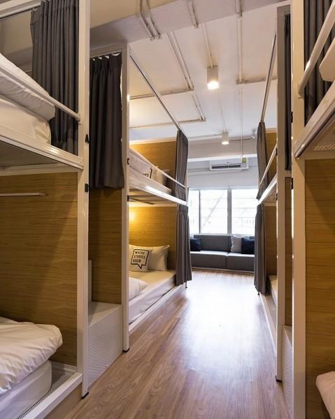 タイ バンコクのユースホステルのベッドルーム