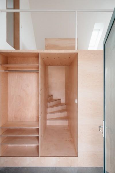 多機能サービスボックスの内部に作られた階段
