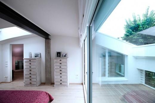 ゆったりとしたテラス付きのベッドルーム3