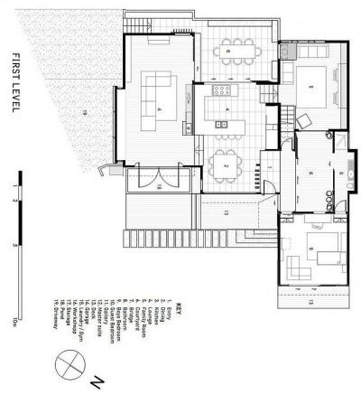 傾斜地に建つスキップフロアの家の図面