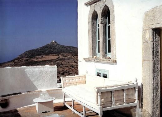 ギリシアのシンプルなルーフバルコニーの屋外リビング2