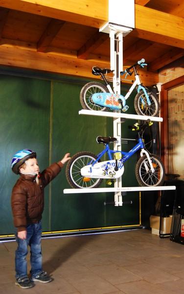 自転車駐輪用ラックflat-bike-liftに子供用自転車を2台載せる