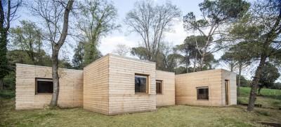 モジュールを組み合わせて気候や自然の環境、地形に対応するエコハウス1