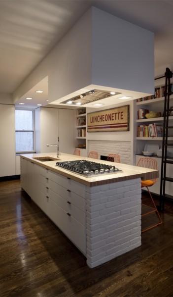 巨大な収納と巨大なカウンターテーブルのある使いやすそうなダイニング・キッチン2
