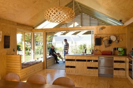 ウッドデッキのテラスと2つのデイベッドスペースのある明るく開放的なダイニング・キッチン2