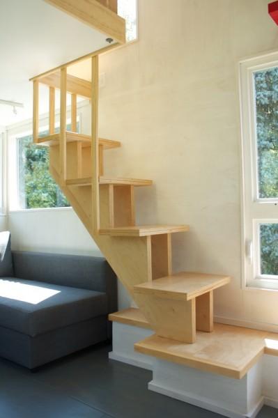 ロフトに上る階段 梯子でないと利便性は高い