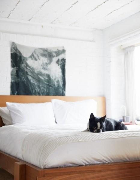 リビング・ダイニングから半フロア上がった包まれ感のあるコンパクトなベッドルーム