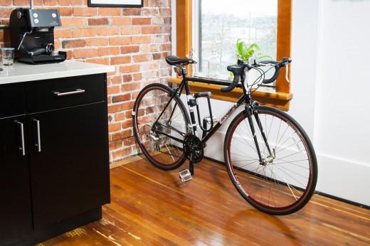 自転車用壁掛けラック ウォールマウントラック CLUG 室内横置き