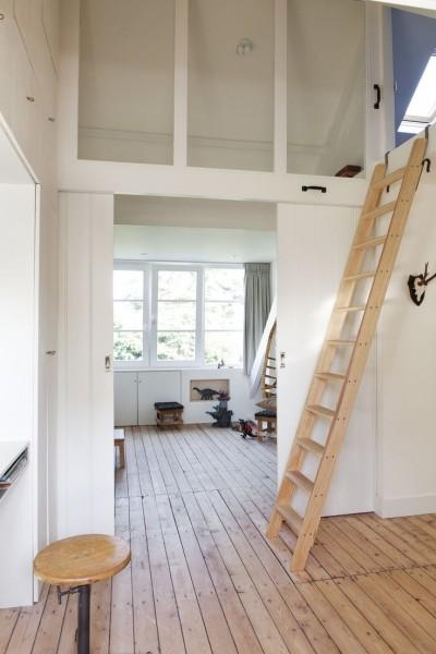 ロフトの子供部屋の小屋裏収納に上がる梯子