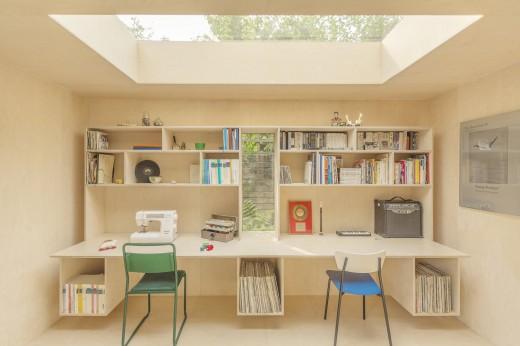 ロンドン北部の某邸裏庭に建つ2人用のワークスペース用の離れ