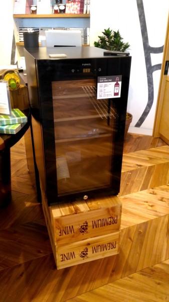 2台目の冷蔵庫 二子玉川 蔦屋家電にあったFURNELの小型ワインセラー SAB-50G-PB 12本タイプの外観_[0]