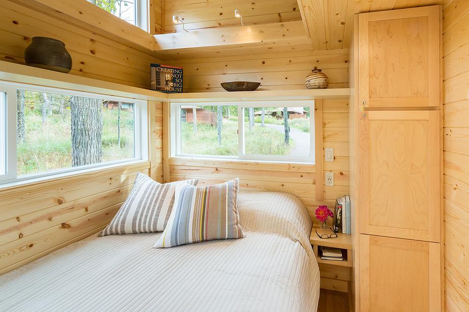 【コンパクトでシンプル】わずか4畳の開放感あふれるベッドルーム 住宅デザイン