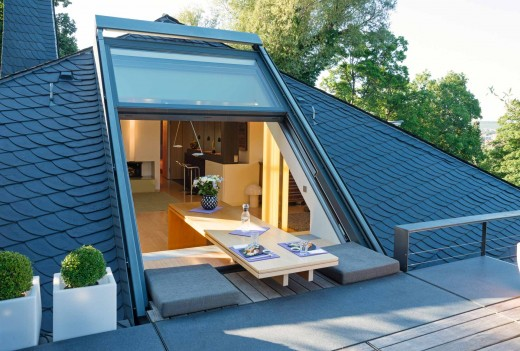 ドイツ Sunshine Wintergarten社の勾配天井用上げ下げ的型ドアを屋上テラスから