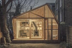 巨大本棚と暖炉の離れ小屋