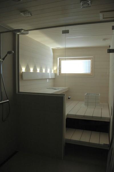 ガラス張りの開放的な個人宅用サウナTulikivi