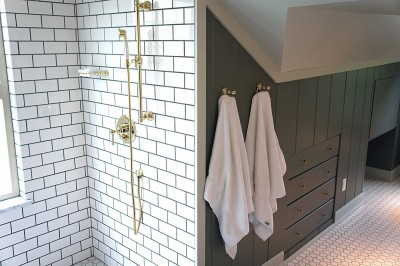サブウェイタイルとゴールドパーツのバスルーム3