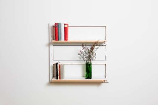 フラットに壁に収納できる壁面収納Flapps Shelf 横長3段を正面から