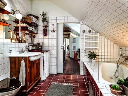 勾配天井の下の包まれ感のあるバスルーム1