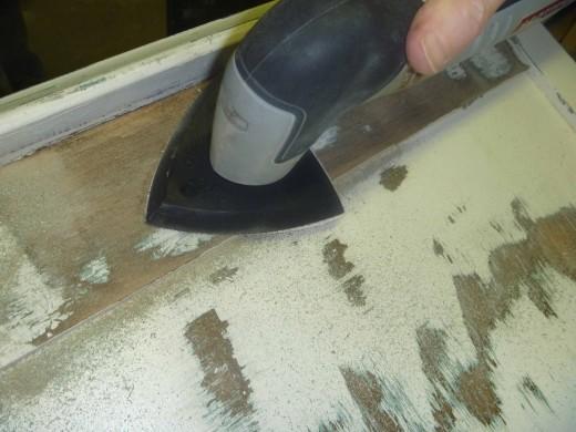 中古のチェストをDIYで鏡張りミラーチェストに1 塗装を剥がす