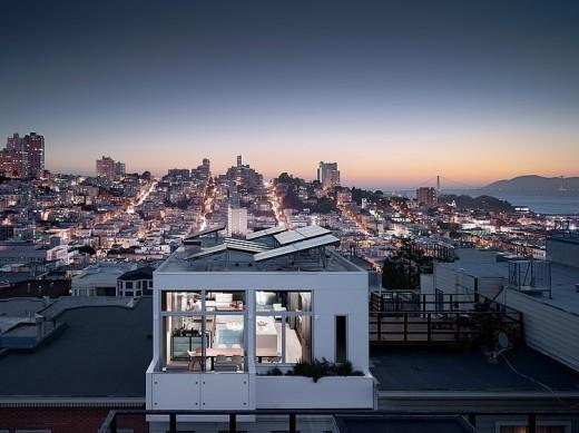ルーフバルコニーとサンフランシスコの夜景