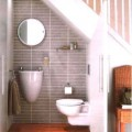 階段下のトイレと洗面所スペース