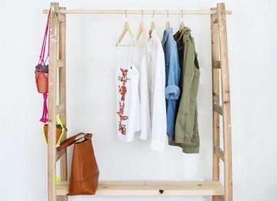 はしごを使ってDIYで作った衣類収納ハンガーラック3