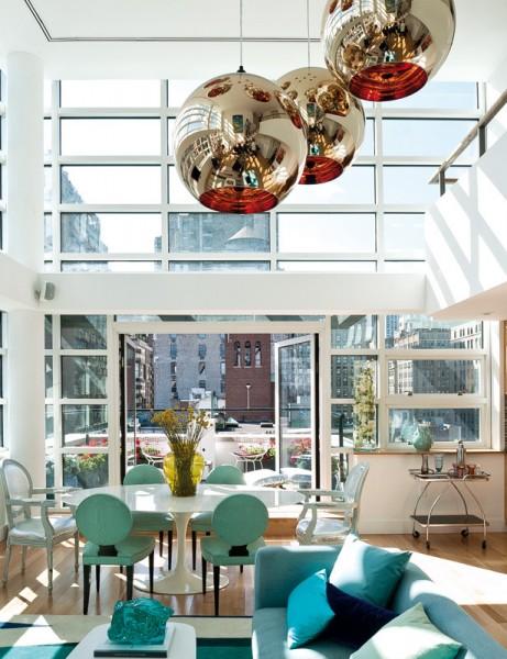 ニューヨークのペントハウスの全面ガラス張りのリビング・ダイニング2