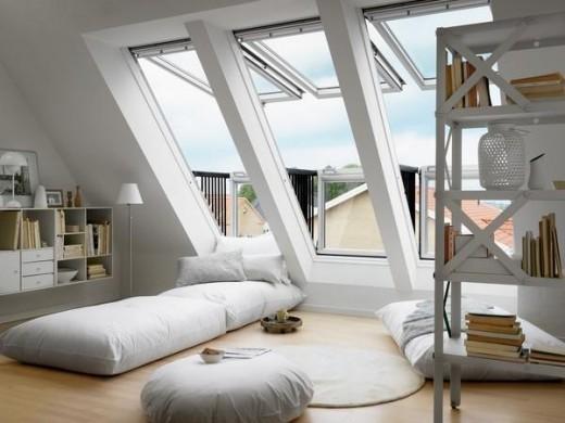 勾配天井に埋め込むタイプの天窓VeluxのCabrioを使って、屋根裏部屋に寝室を作り込み