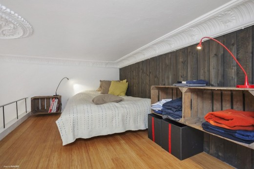 ダイニングのロフトの上のベッドルーム