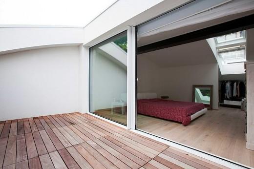 ゆったりとしたテラス付きのベッドルーム2