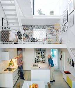 スウェーデンの狭小住宅のリビング・ダイニング