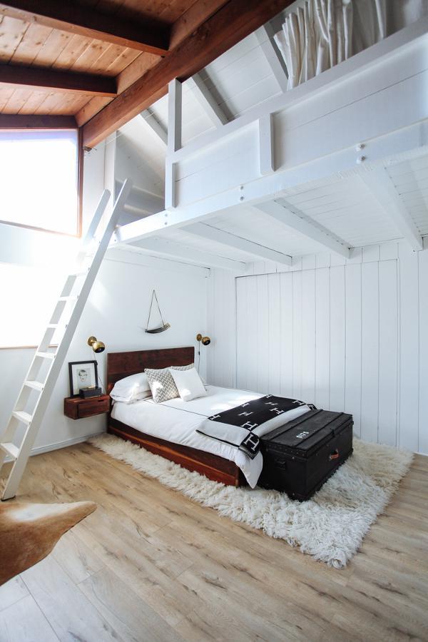 ロフト付きのベッドルーム