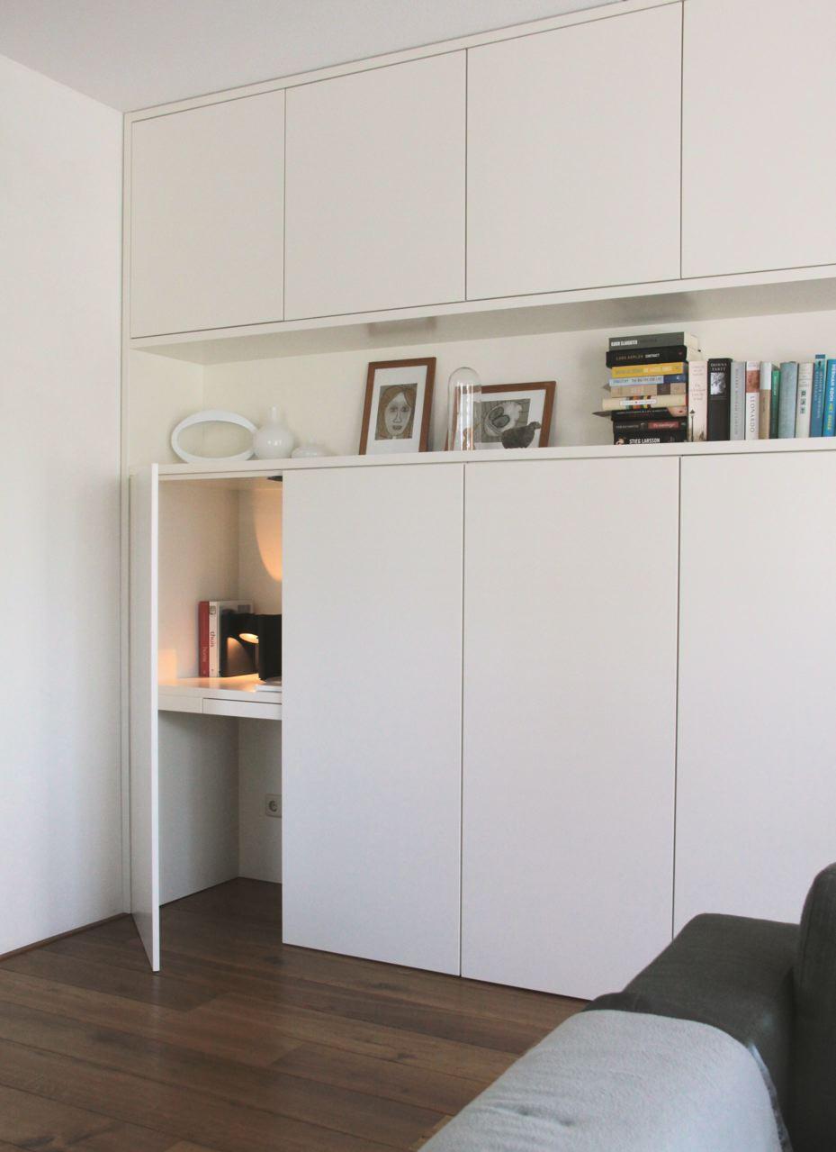 キャビネットの端に隠された超極小ワークスペース   住宅デザイン