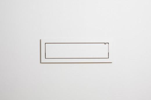フラットに壁に収納できる壁面収納Flapps Shelf 横長1段