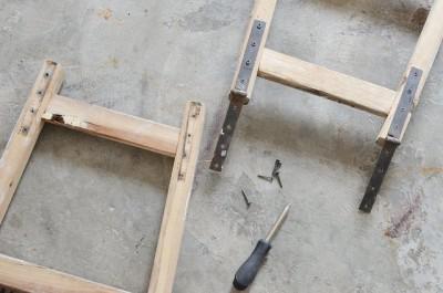 木製の脚立はしごを分解