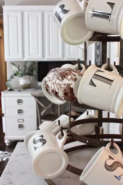 キッチンのマグカップ専用の収納スペース