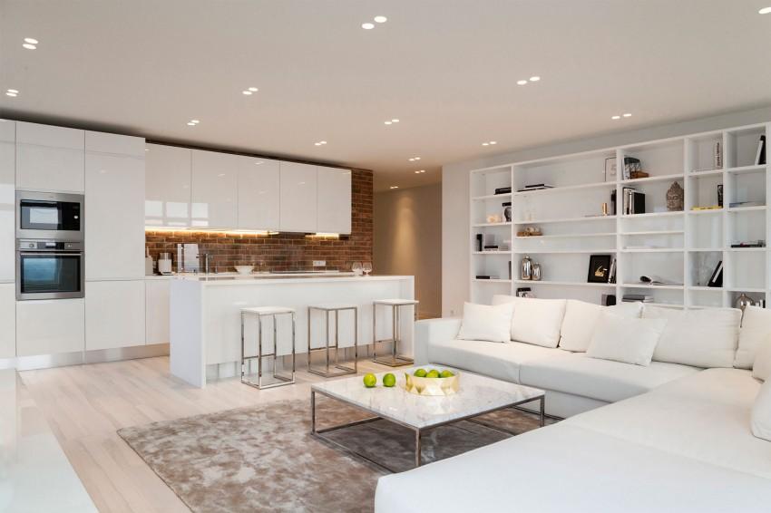 【スペースのつなげ方】バーカウンターキッチンと小さなダイニングと隠れたワークスペースのあるリビング | 住宅デザイン