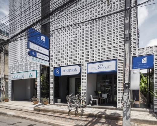 空間を自在に区切るコンクリート製の収納兼パーティションブロック「スクリーンブロック」を用いたタイの獣医さん&薬剤師さんのオフィス兼自宅