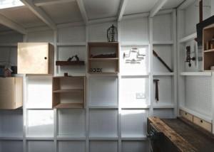 離れの工房の有孔ボードの壁面収納1