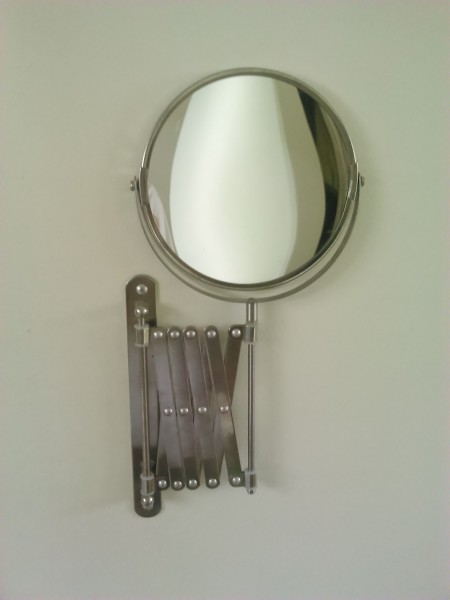 IKEAの壁面取り付けアコーディオンアームミラーFRACK 裏は拡大鏡