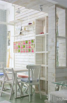 白いペンキ塗りの木のダイニング-thumb-270x414-1484