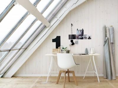 全面ガラス張りの勾配天井のロフトのベッドルームのワークスペース