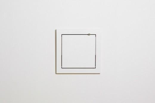 フラットに壁に収納できる壁面収納Flapps Shelf 正方形