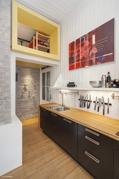 ロフト収納とつながるキッチン