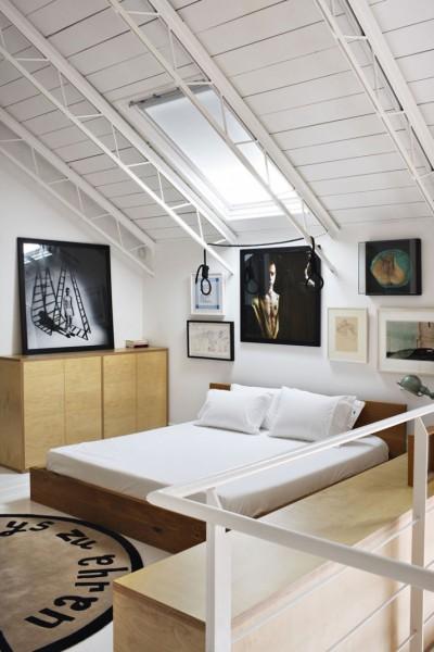 ロフトハウスの中二階のベッドルーム1